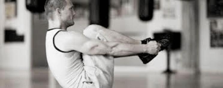 foldekniv (maveøvelser) med personlig træner Mikio